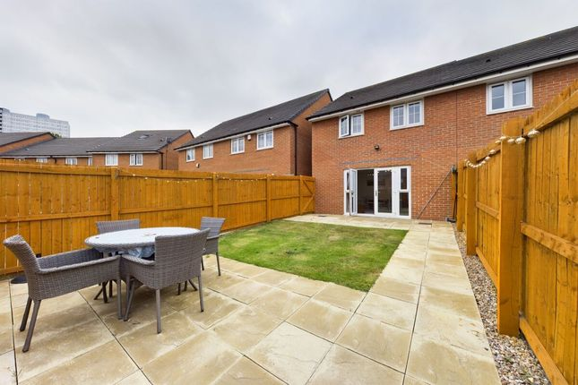 3 bed terraced house to rent in Derwentwater Road, Gateshead NE8