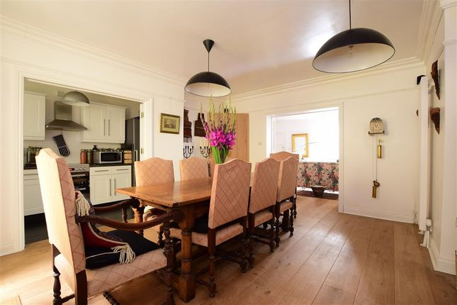 Thumbnail Flat for sale in Regency Square, Brighton, East Sussex