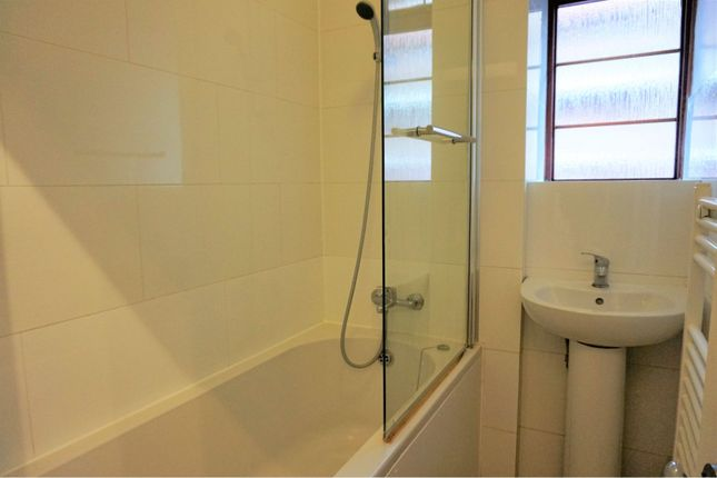 Bathroom of Poynders Gardens, London SW4