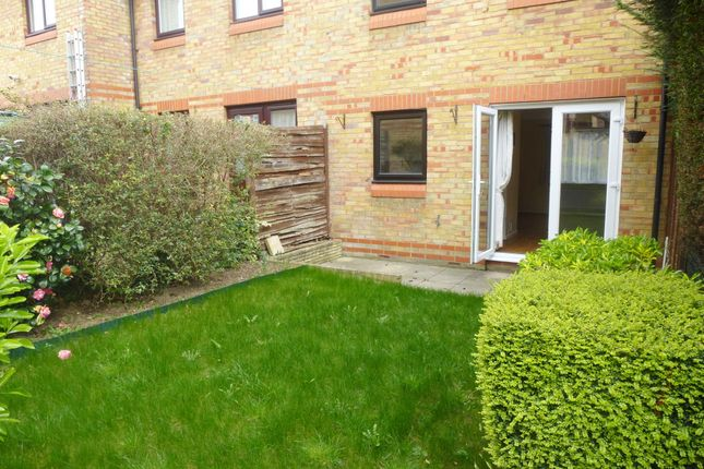 Thumbnail Maisonette to rent in Cliffe Walk, Sutton