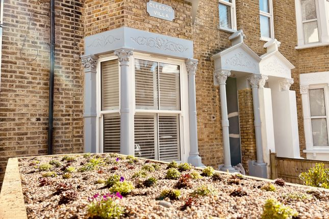 2 bed flat for sale in Barry Road, Dulwich SE22
