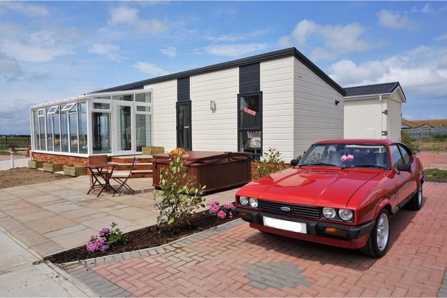 2 bed mobile/park home for sale in Irwin Road, Sheerness