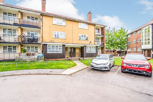 Thumbnail Flat for sale in Pawsons Road, Croydon