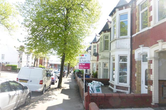 Flat to rent in Tynewydd Road, Barry