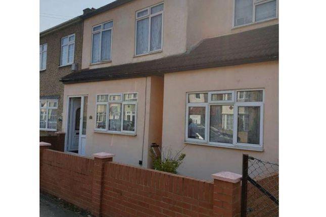 Thumbnail Semi-detached house for sale in Oak Street, Romford
