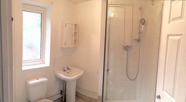 5 bed terraced house to rent in Milburn Road, Gillingham ME7