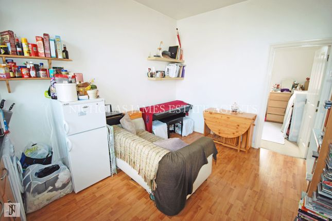 Thumbnail Flat to rent in High Street, High Barnet