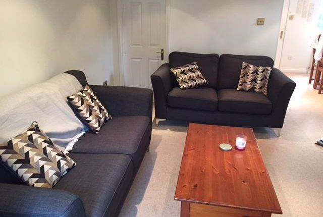 Room to rent in Leigh Hunt Drive, Southgate, London