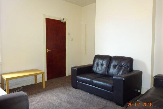 Flat to rent in Hazelwood Avenue, Jesmond, Newcastle Upon Tyne
