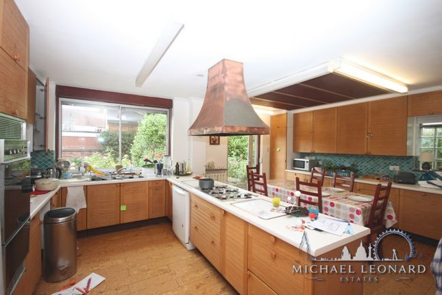 Thumbnail Bungalow to rent in Woodstock Road, Golders Green