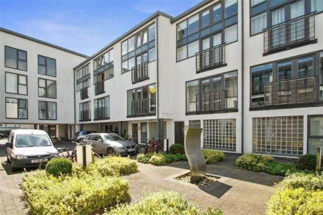 Room to rent in Artisan Mews, Warfield Road, London NW10