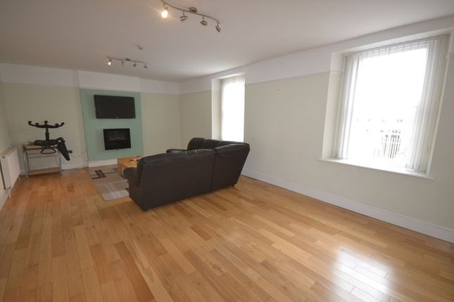 Thumbnail Flat to rent in Picton Terrace, Carmarthen