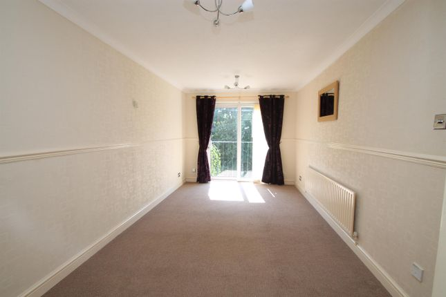 Thumbnail Flat to rent in Northleach Close, Redditch