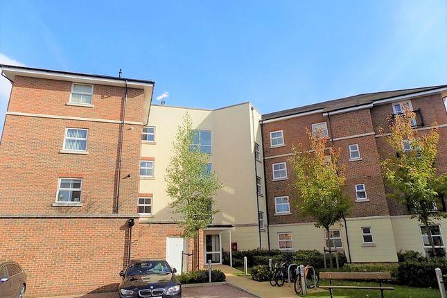 Thumbnail Flat to rent in Kenley Place, Farnborough