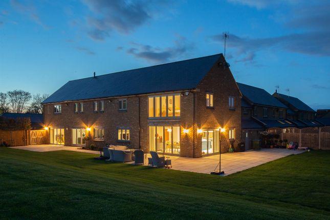 Thumbnail Mews house for sale in Manor Farm Close, Edlesborough, Buckinghamshire