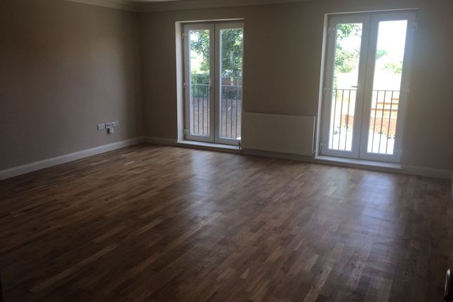 Thumbnail Flat to rent in Slough, Slough