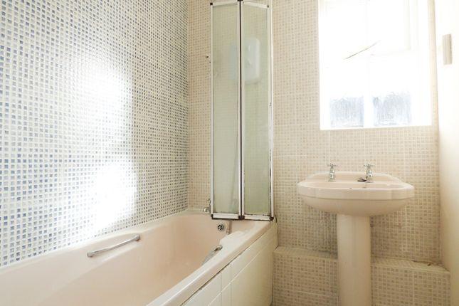 Bathroom of Napier Crescent, Wickford SS12