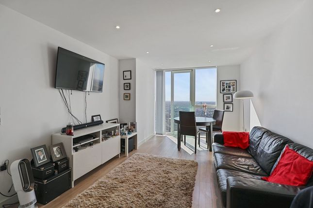 Thumbnail Property for sale in Pinnacle Apartments, Saffron Central Square, Croydon