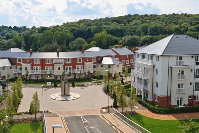 Flat to rent in Sierra Road, High Wycombe