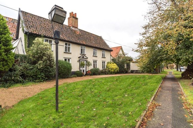 Thumbnail Detached house for sale in Half Moon Lane, Redgrave, Diss