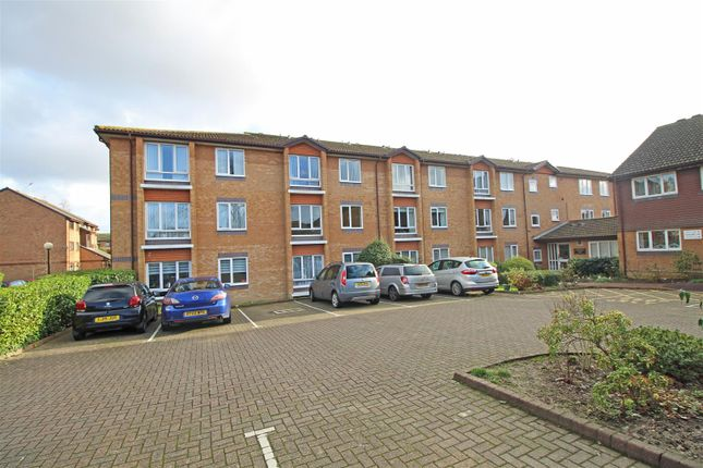 Thumbnail Property for sale in Chesterton Court, Horsham