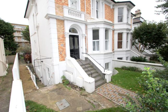 2 bed flat to rent in Denmark Villas, Hove BN3