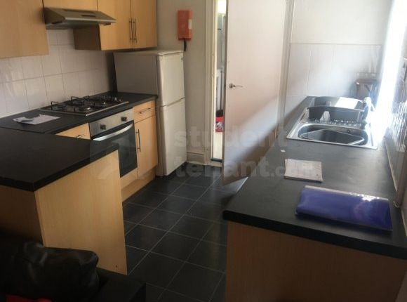 Thumbnail Shared accommodation to rent in Lutterworth Road, Northampton, Northamptonshire