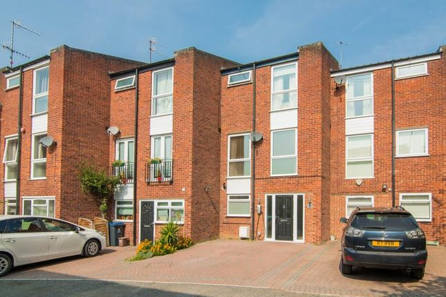 4 bedroom terraced house for sale in Kingston Hill, Kingston Upon Thames