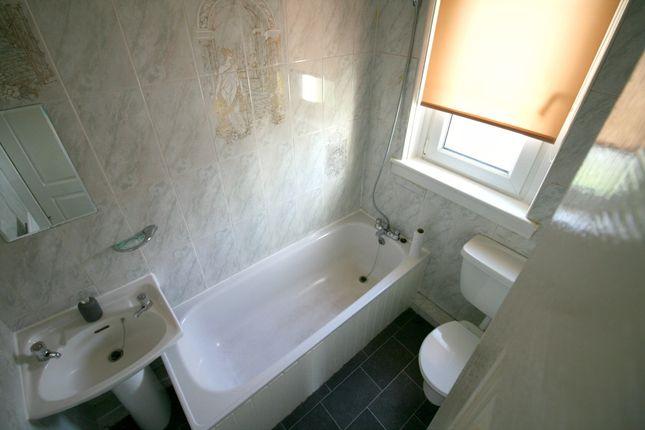 Bathroom of Hawthorn Place, Shotts ML7