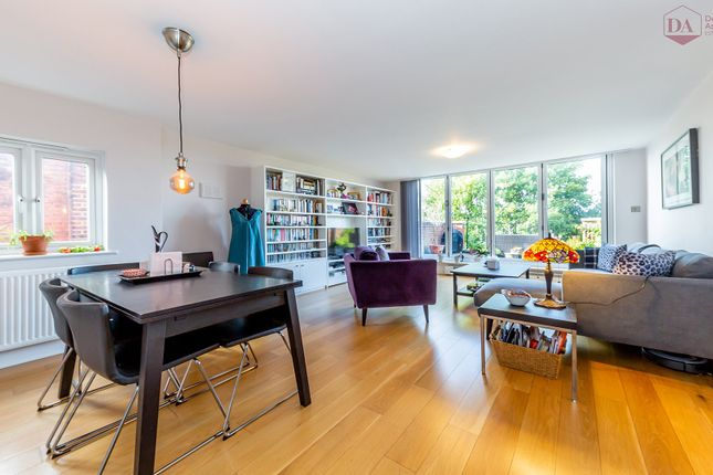 Thumbnail Flat for sale in Wolseley Road, London