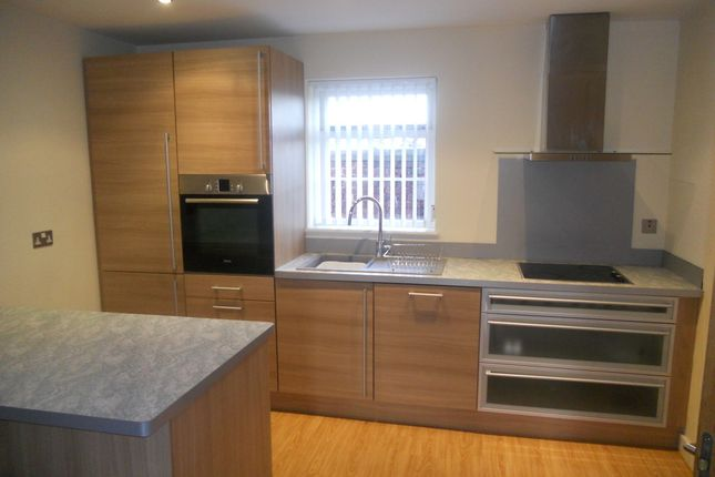 2 bed flat to rent in Hamilton Mews, Town Centre, Doncaster