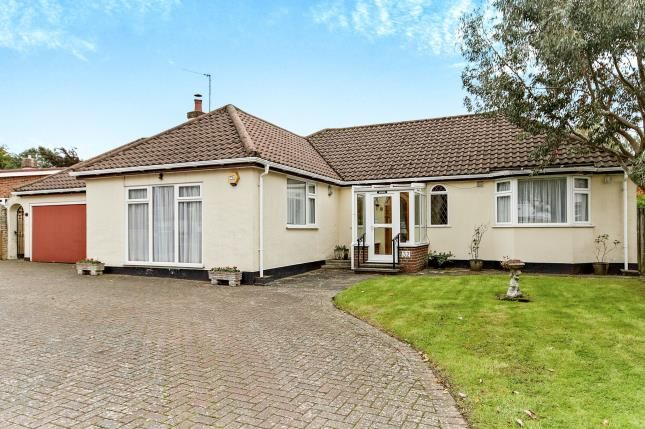 3 bed bungalow for sale in Rectory Park, South Croydon