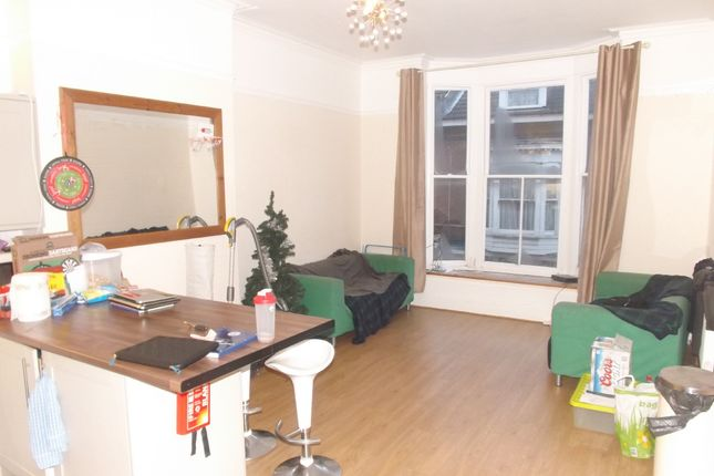 Thumbnail Maisonette to rent in Castle Road, Southsea