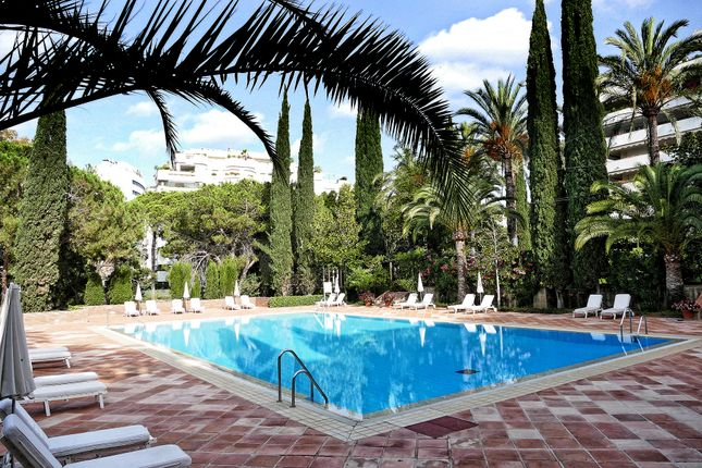 4 bed apartment for sale in Marbella, Andalucia, 29602, Spain