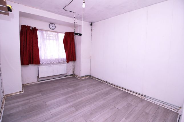 Thumbnail Maisonette for sale in Hammond Road, Southall