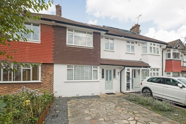 Thumbnail Flat for sale in Rayford Avenue, London