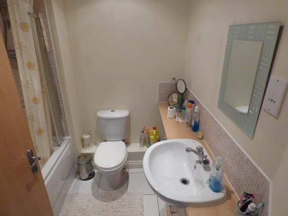 Bathroom of Birkby Close, Hamilton, Leicester, Leicestershire LE5