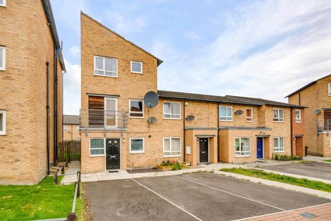 Thumbnail Town house to rent in Park Grange Court, Sheffield