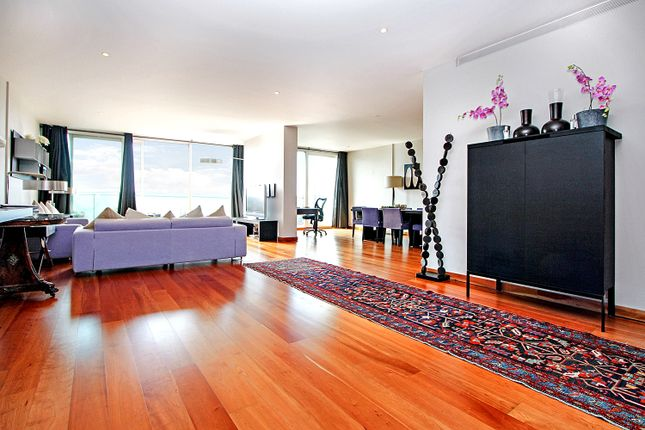 3 bed flat for sale in Queenstown Road, London