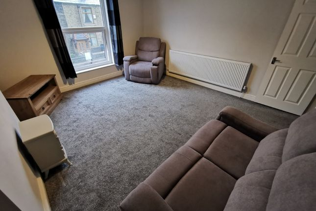 2 bed flat to rent in Darwen Road, Bromley Cross, Bolton BL7