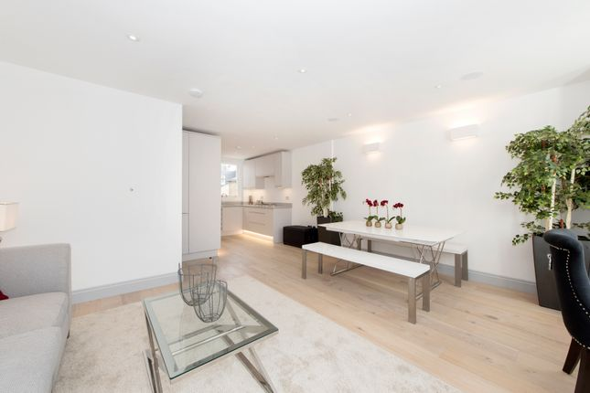Thumbnail Maisonette for sale in Munster Road, London