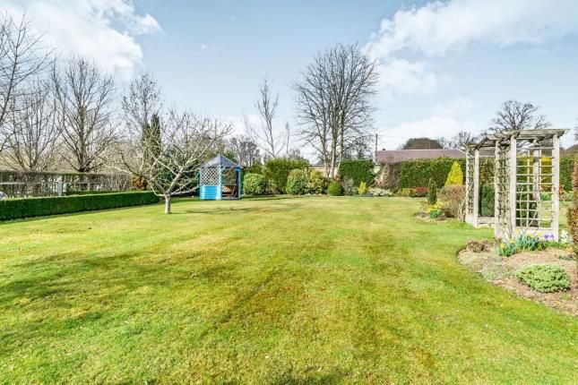 Thumbnail Bungalow for sale in Nuthurst Street, Nuthurst, Horsham, West Sussex