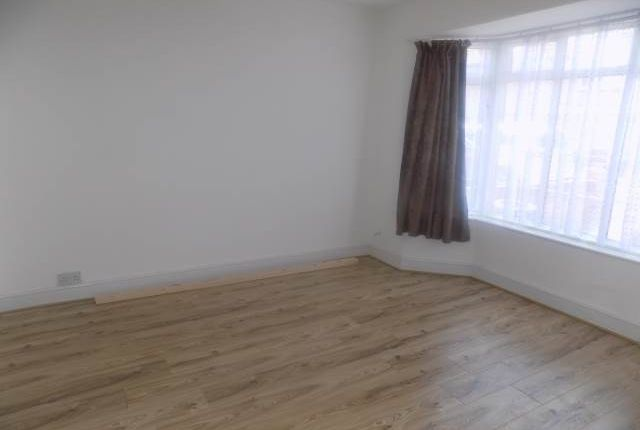 Thumbnail Property to rent in Black Rod Close, Hayes, Middlesex