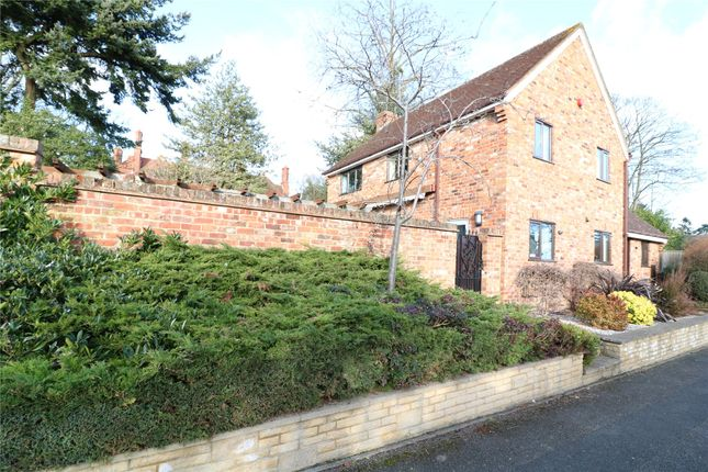 Thumbnail Detached house to rent in Woodcote, Maidenhead, Berkshire