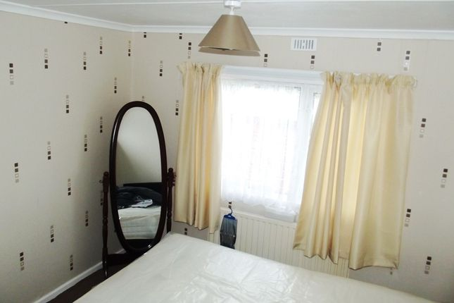 Bed 1 of Hawthorn Holiday Park, Bempton Lane, Bridlington YO16