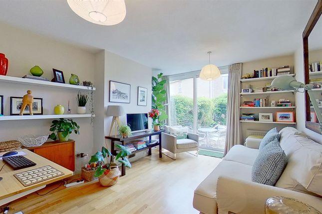 Flat for sale in Summerley Street, London