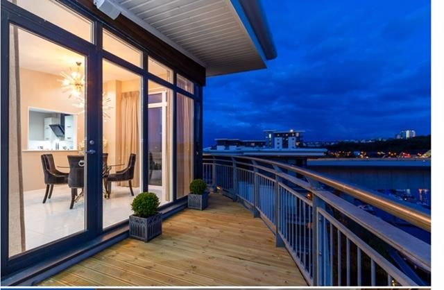 2 bedroom flat for sale in Victoria Wharf, Watkiss Way, Cardiff