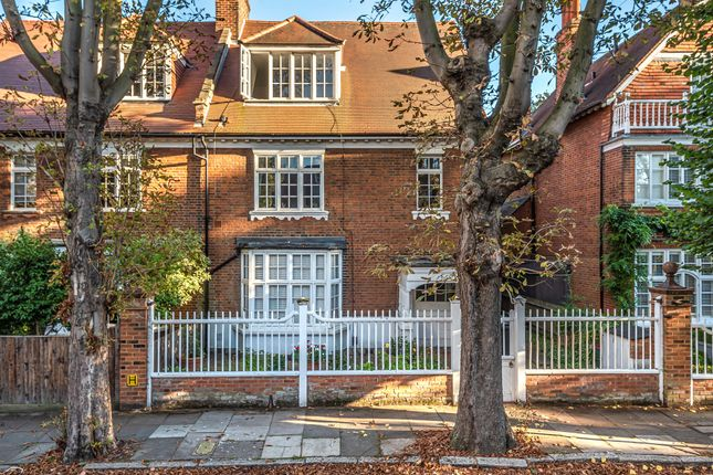 Thumbnail Flat for sale in Addison Grove, London