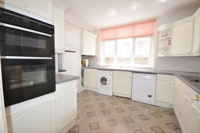 Thumbnail Property to rent in Cavendish Avenue, Eastbourne