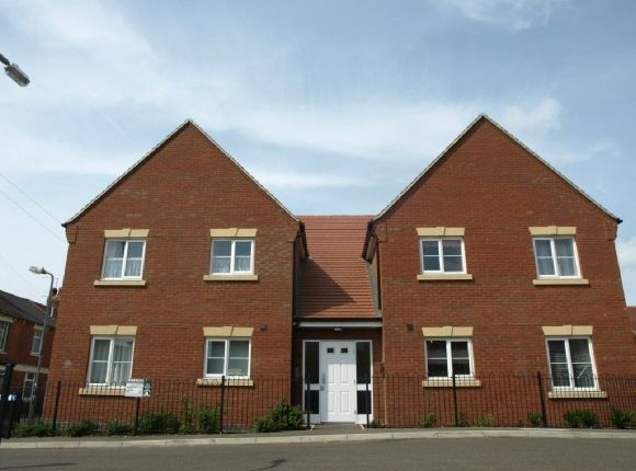 2 bed flat to rent in Blossom Court, Kettering